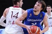 Český basketbalista proti Lotyšsku