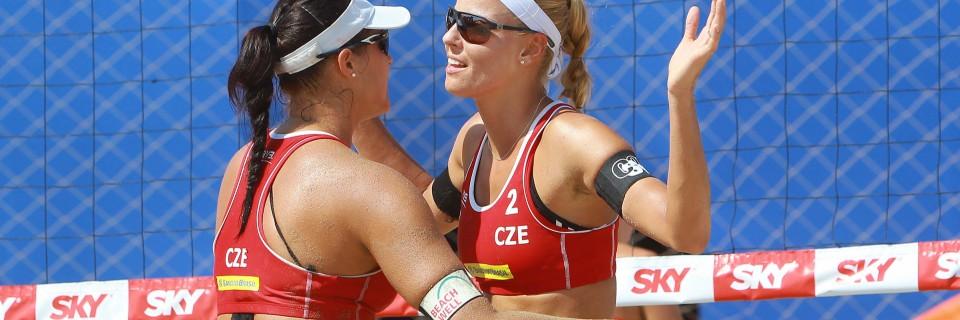 České beach volejbalistky Markéta Sluková a Barbora Hermannová