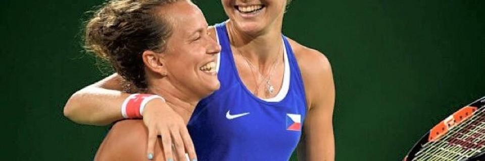 Lucie Šafářová a Barbora Strýcová ve čtyřhře
