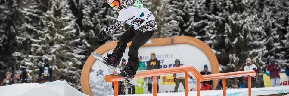 Česká snowboardistka Šárka Pančochová při závodě v disciplíně Slopestyle