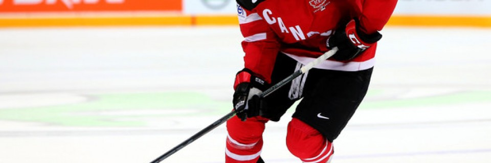 Kanadský hokejista Nathan MacKinnon