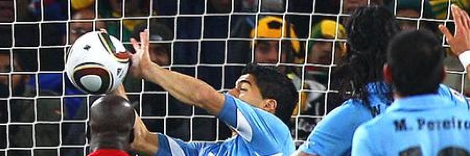 Luis Suárez a jeho ruka proti Ghaně