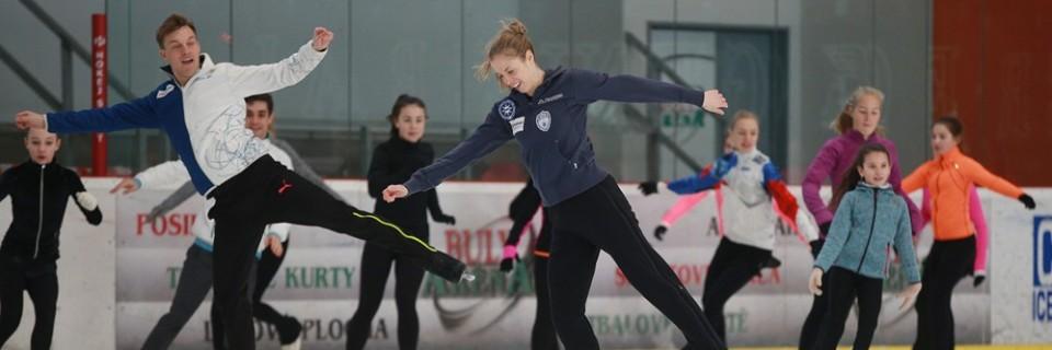 V Kravařích si děti na kempu Czech Skating Academy zabruslily s Tomášem Vernerem a Caroline Costner