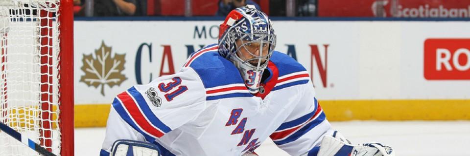 Český brankář Ondřej Pavelec v dresu New Yorku Rangers