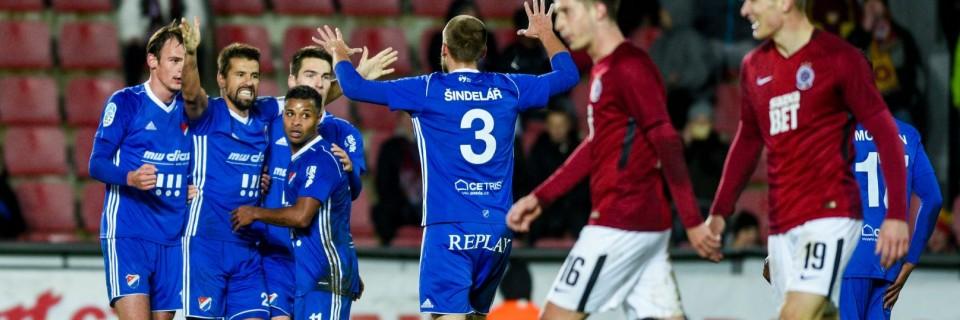 Hráči Baníku Ostrava slaví gól