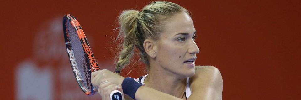 Česká tenistka Lucie Šafářová prošla spolu se svoji spoluhráčkou Barborou Strýcovou na turnaji v Sydney do druhého kola